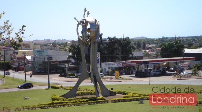 """Monumento em Londrina - """"O passageiro"""""""